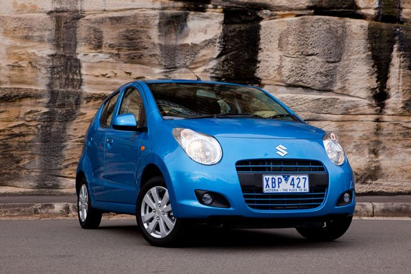 Front and side view of Suzuki Alto