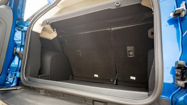 Ford EcoSport 2018 cabin space