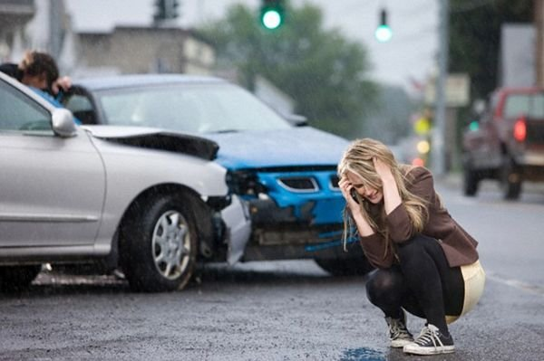 a girl catch a car accident