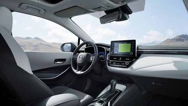 Toyota Corolla Touring Sports 2019 interior
