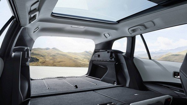 Toyota Corolla Touring Sports 2019 cargo space