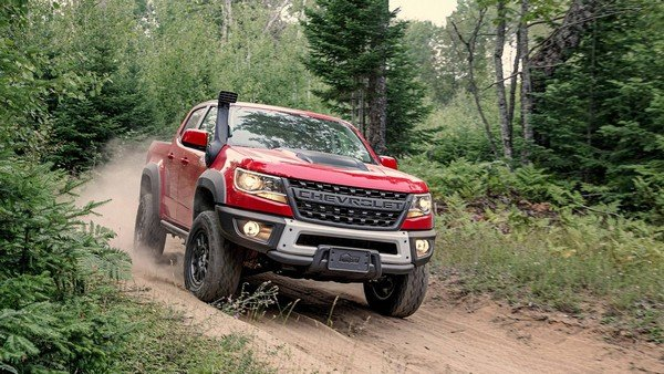 Chevrolet Colorado ZR2 Bison 2019 on the road