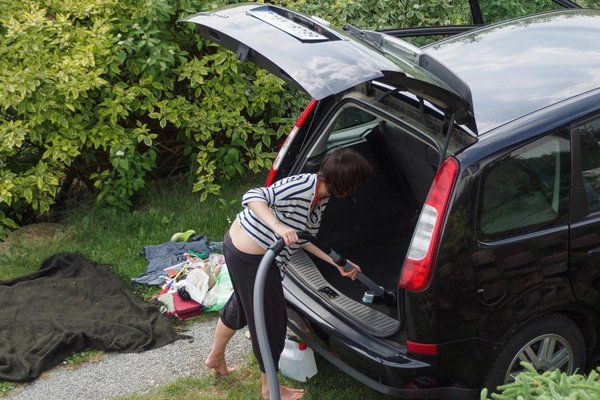 cleaning car trunk