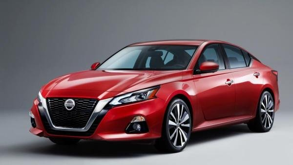 Nissan Altima angular front