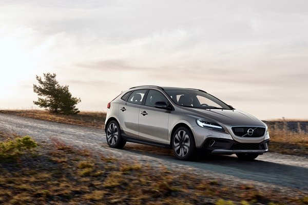 volvo v40 cross country on the road