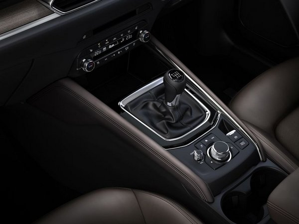 Japanese-spec Mazda CX-5 2019 center console