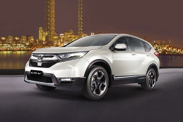 Semi side view of the CR-V in Silver