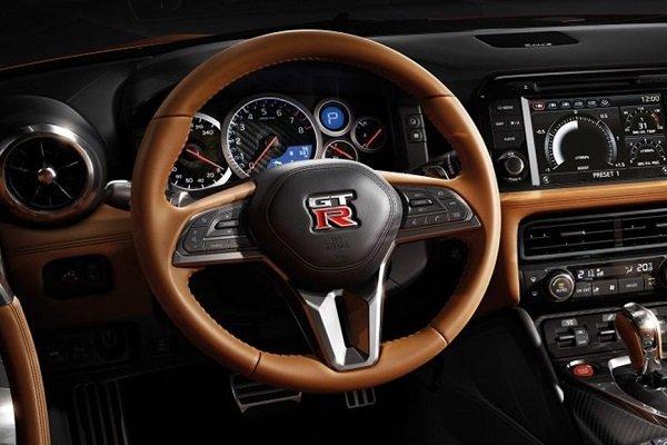 Steering wheel of the GT-R