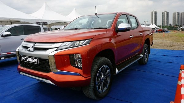 orange Mitsubishi Strada 2019