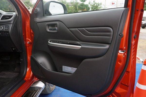 Mitsubishi Strada 2019 door