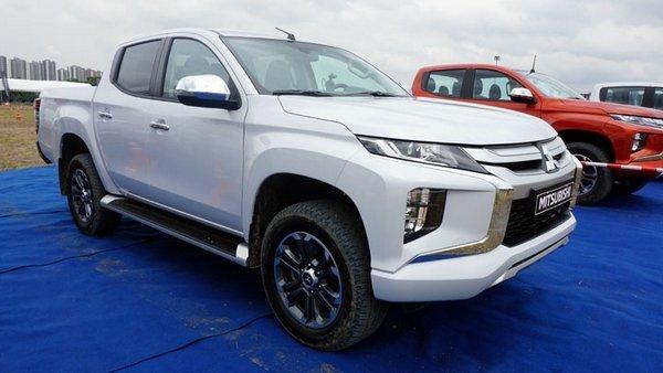 Mitsubishi Strada 2019 front view