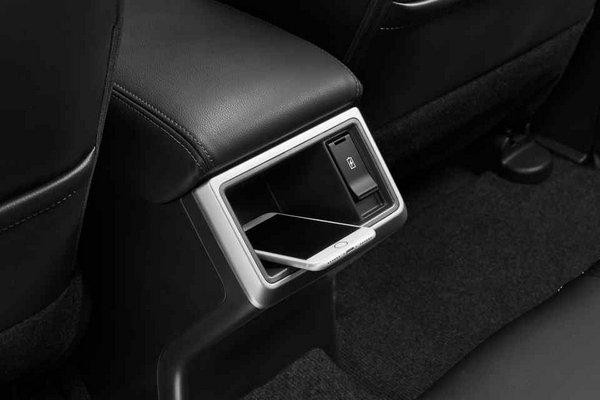 Mitsubishi Strada 2019 mobile tray