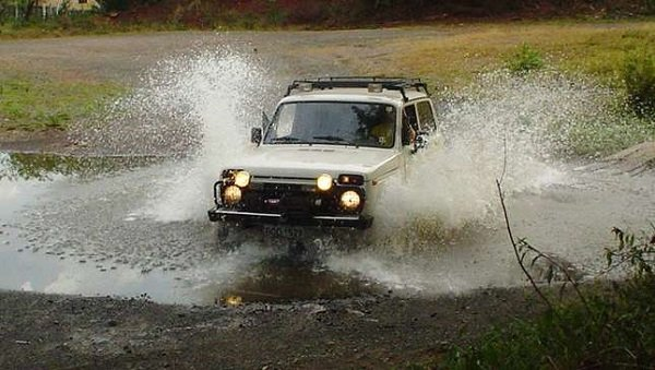 offroading 4WD Car