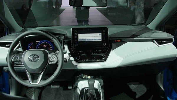 Toyota Corolla 2019 hatchback dashboard area