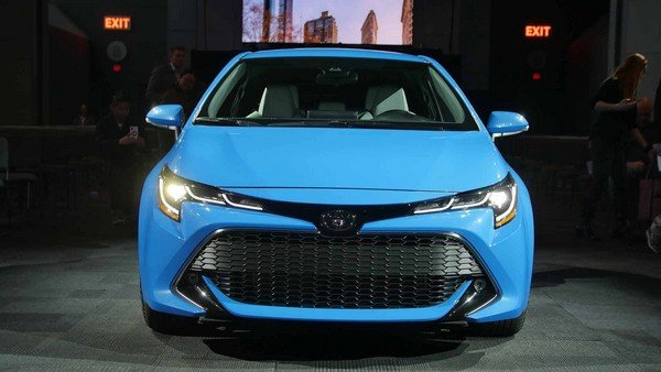 Toyota Corolla 2019 hatchback front view