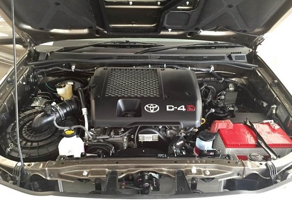 toyota fortuner 2019 engine bay