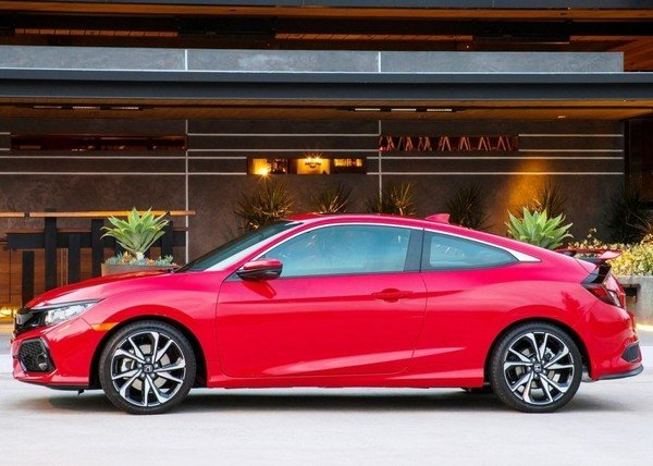 Honda Civic 2019 Coupe side view