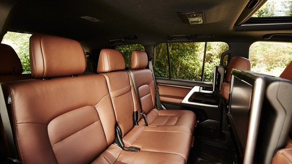 toyota land cruiser 2019 seating