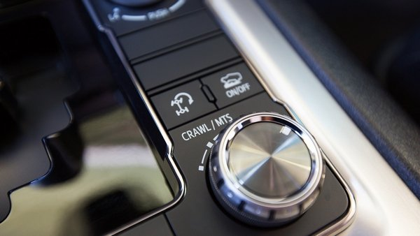 land cruiser 2019 crawl button