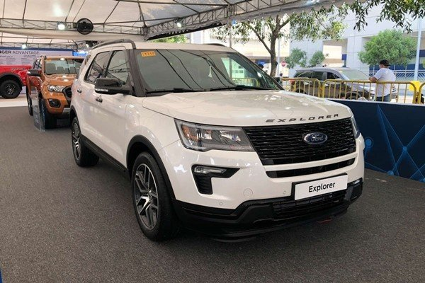 Ford Explorer 2019 angular front
