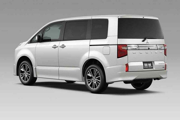 5bcada6b72 Mitsubishi Delica D 5 2019 is designed with the inspiration from Montero  and Strada
