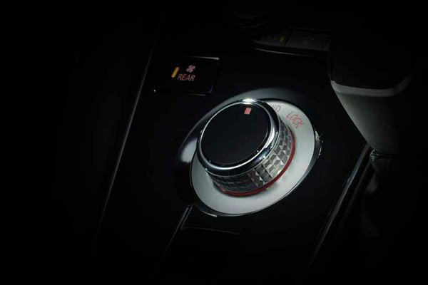 Mitsubishi Delica D:5 2019 locking system
