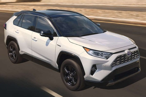 Toyota RAV4 2020 has a more chiseled looks and bolder face.