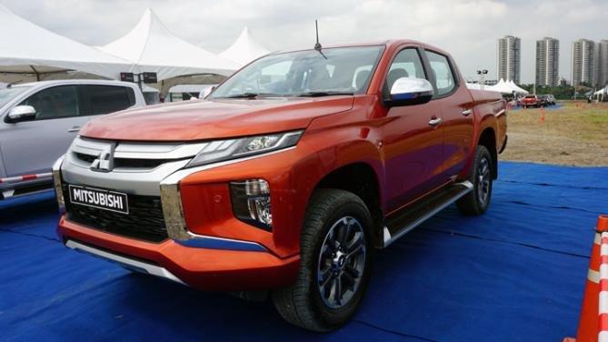 Mitsubishi Strada 2019 angular front