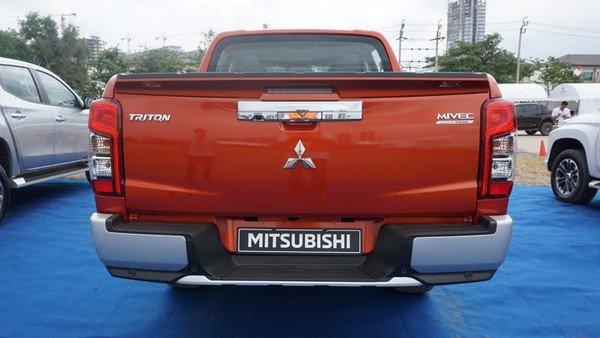 Mitsubishi Strada 2019 rear view