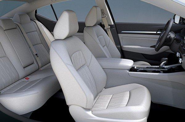 2019 Nissan Altima seats