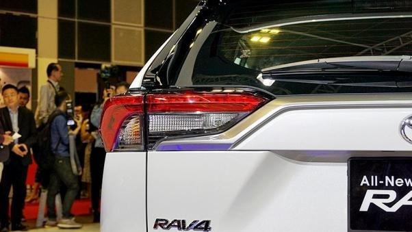 Toyota RAV4 2019 taillight
