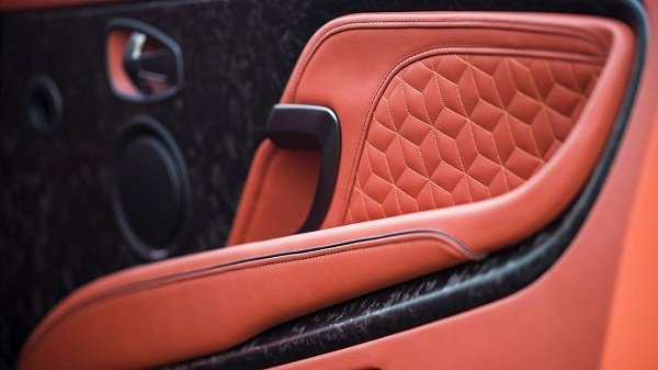 Aston Martin DBS Superleggera 2019_interior