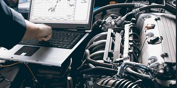A mechanic with a laptop
