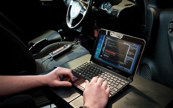 ECU remapping with laptop