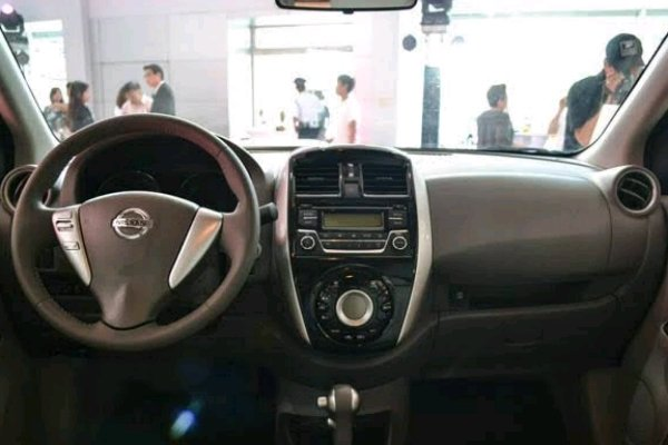 Nissan Almera dashboard area