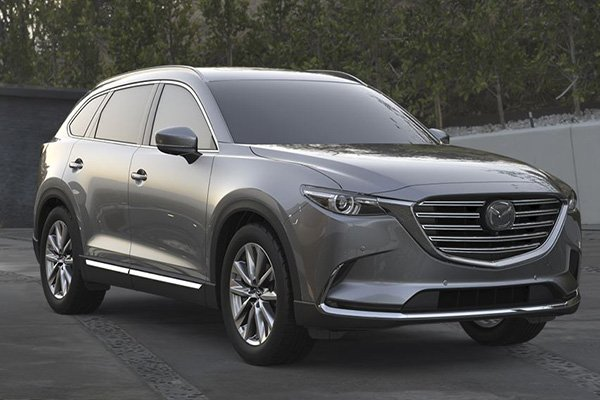 A picture of the Mazda CX-9 2019 parked in a driveway