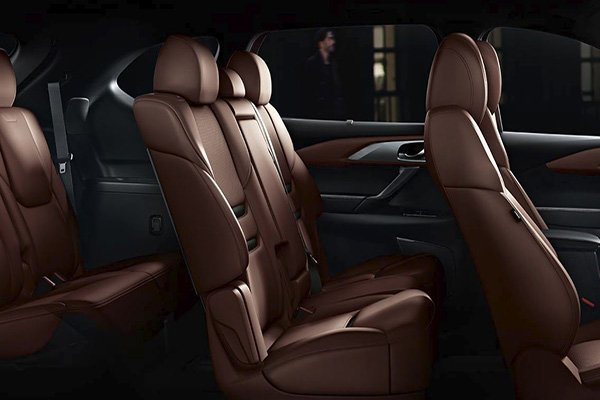 A shot of the Mazda CX-9 2019's seats which are all covered in leather