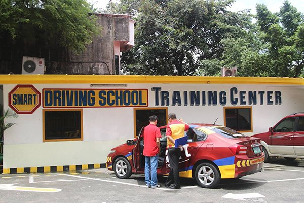 A picture of Smart Driving School's training center and their training cars