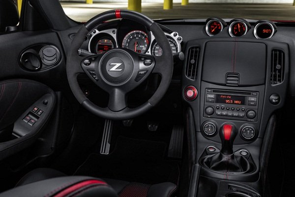 A picture of the Nissan 370Z 5th Anniversary Edition's interior