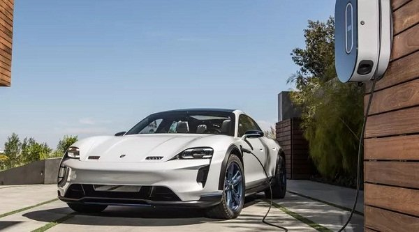 Porsche Taycan EV 2020:fast charging