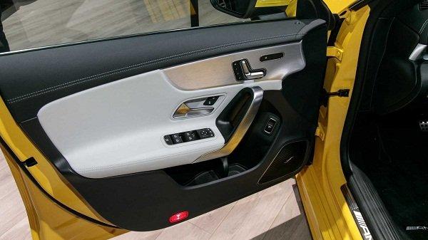 Mercedes AMG CLA 35 2020: control