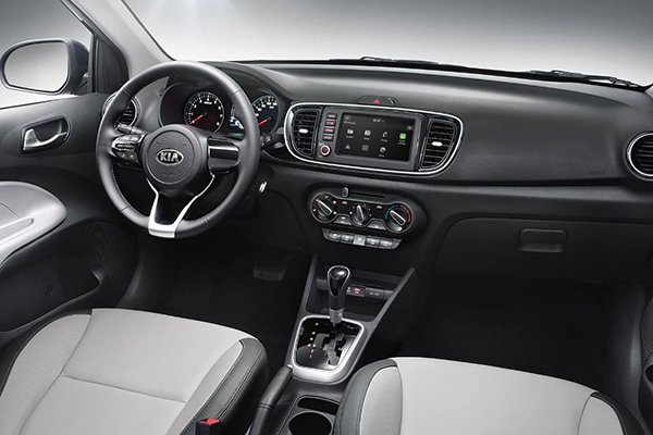 A picture of the 2019 Kia Soluto driver's cabin