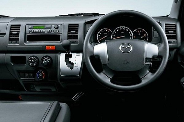 A picture of the Mazda Bongo Brawny cargo van's driver's cabin.
