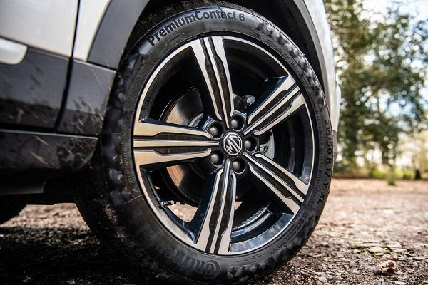 A closeup shot of the MG ZS 2019 front wheels