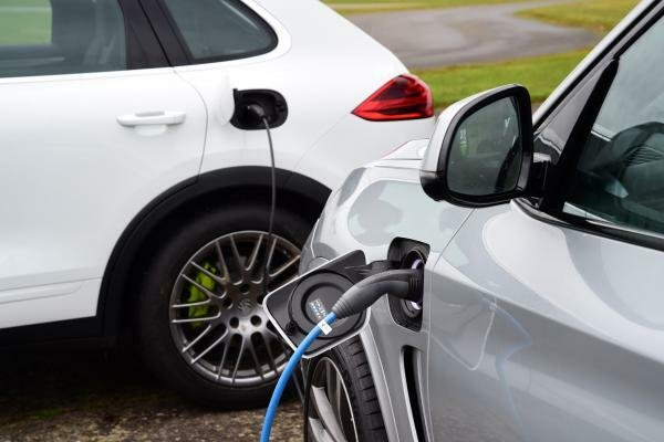 Plugged in hybrid cars