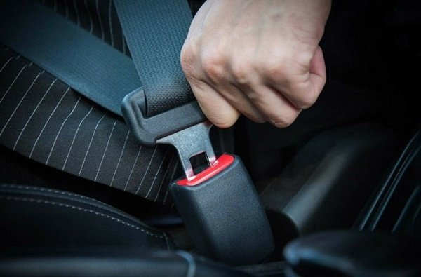 The seat belt's lower strap is across the hips
