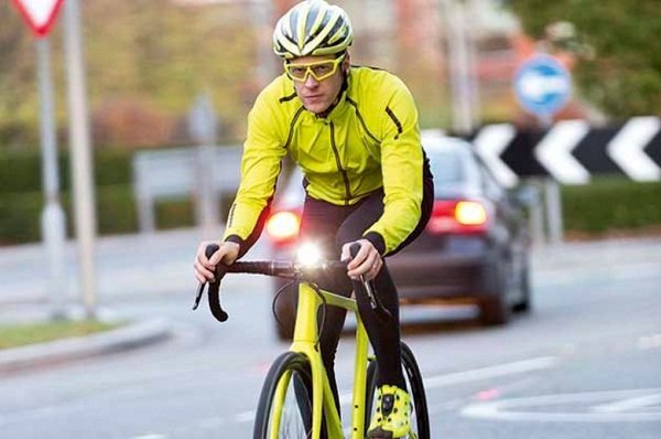 Cyclist wearing yellow clothing