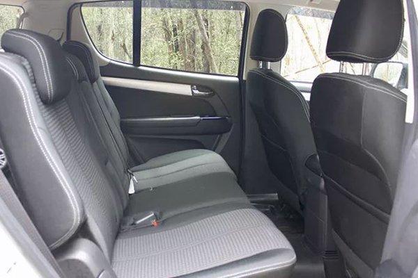 2020 Isuzu mu-X passenger seats