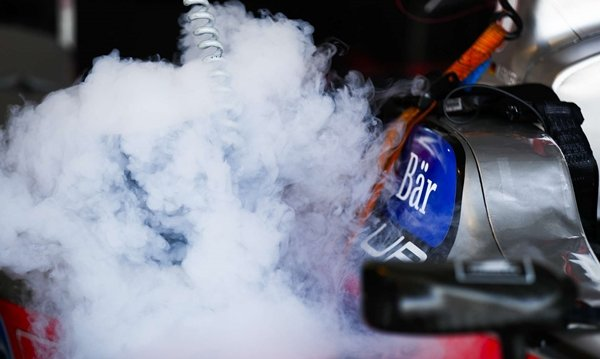 use dry ice to remove car dent