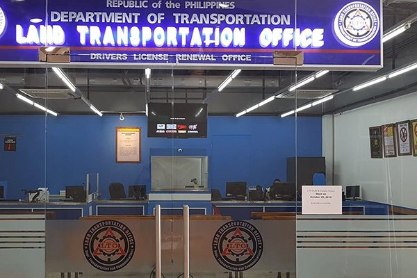 A picture of an LTO renewal center in Davao City